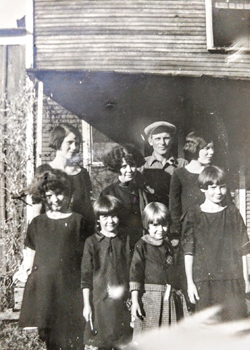 Giles Cousins, Mary Virginia, Flossiem Hazel, Clarissa, Vessa, Faye with Uncle Hugh.
